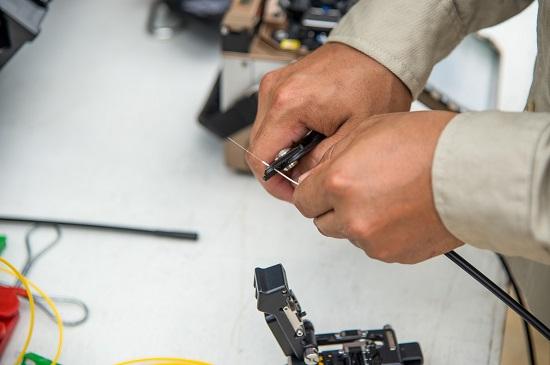 Zestaw światłowodowy – w co powinien wyposażyć się monter sieci?